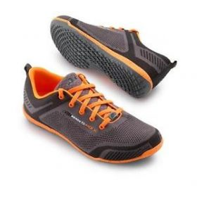 Utcai cipők, papucsok